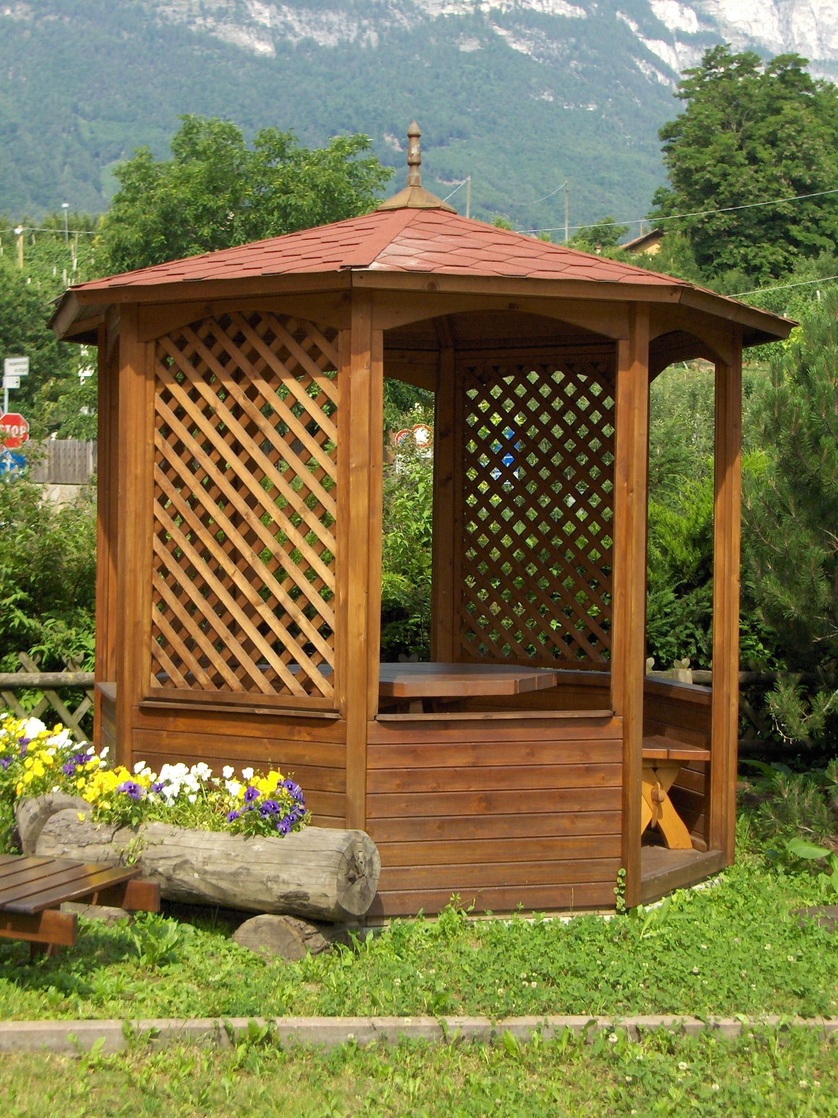 Achteckigerholzpavillon 001